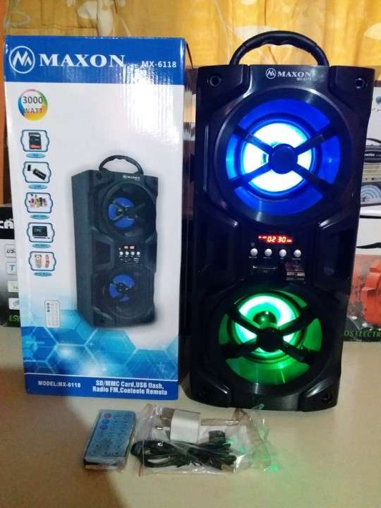 Parlante portátil Maxon MX-6118 doble con luces rítmicas - 0