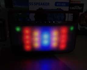 Parlante portátil WS-1808B con luces rítmicas