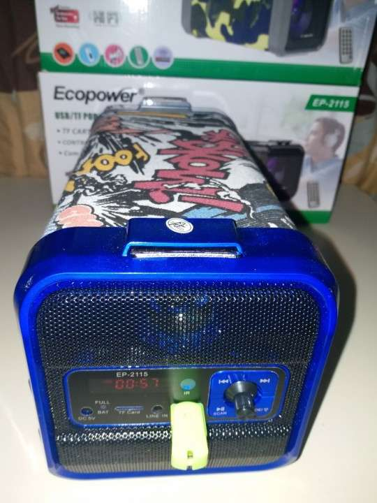 Parlante portátil Ecopower c/control remoto y luces rítmicas