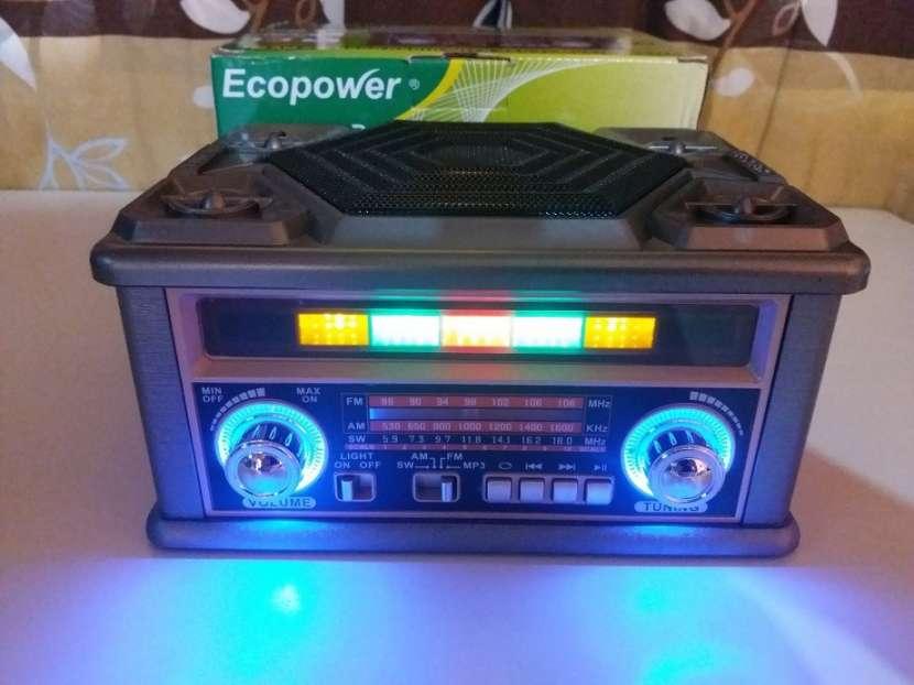 Radio portátil estilo clásico con luces rítmicas multicolor - 5