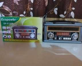Radio portátil estilo clásico con luces rítmicas multicolor