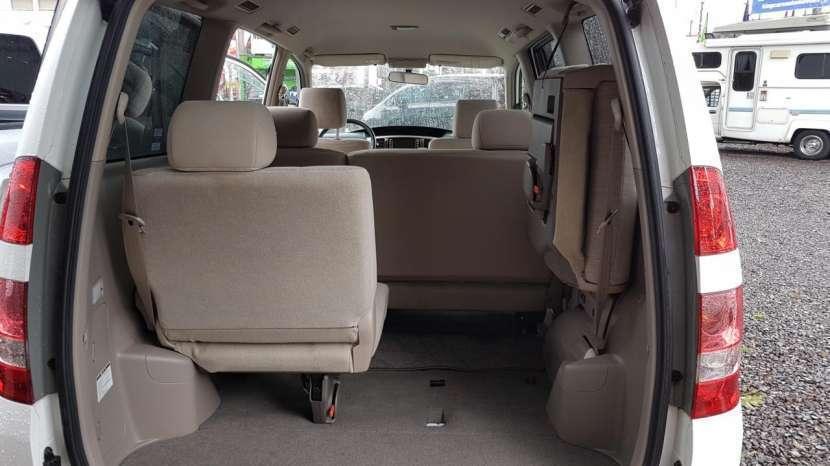 Toyota Noah 2003 - 5