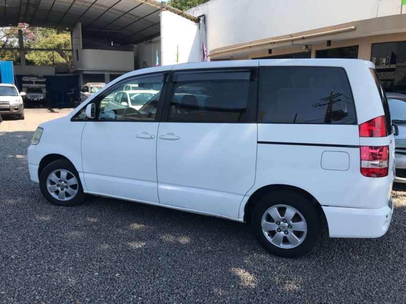 Toyota Noah 2003 - 0