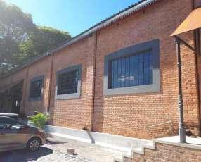 Amplio showroom y oficina en Complejo Textilia