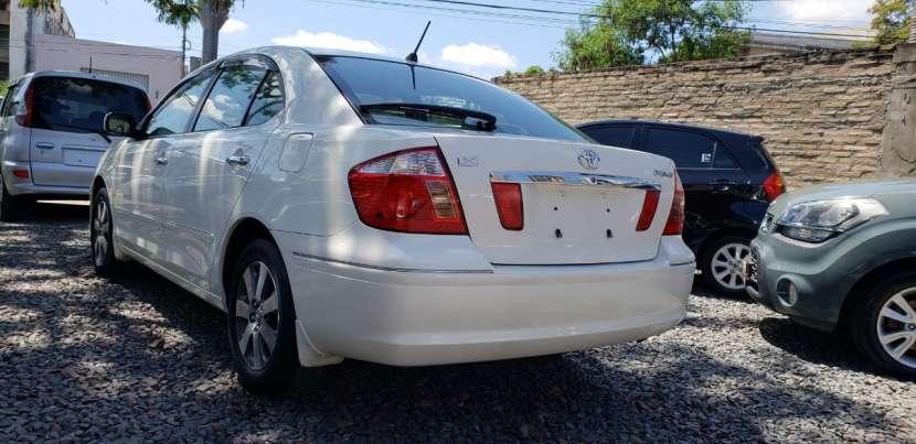Toyota premio año 2003 color blanco perla automático - 3
