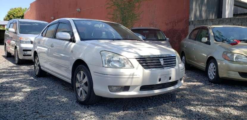Toyota premio año 2003 color blanco perla automático - 2