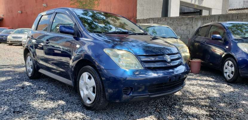 Toyota IST 2003 color azul - 2