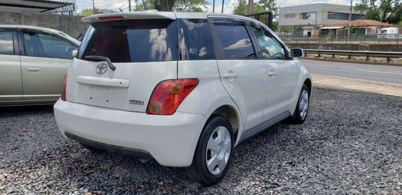 Toyota IST 2003 color perla - 4