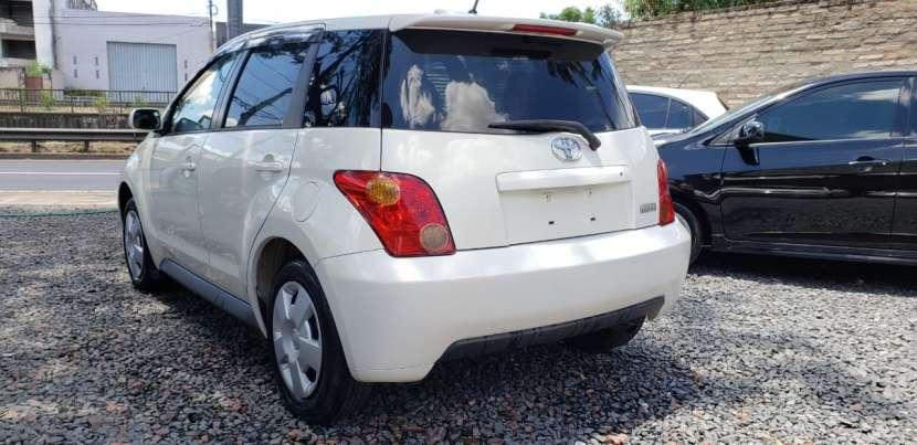 Toyota IST 2003 color perla - 3