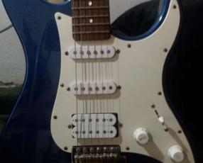 Guitarra Yamaha pacifica con amplificador y cables