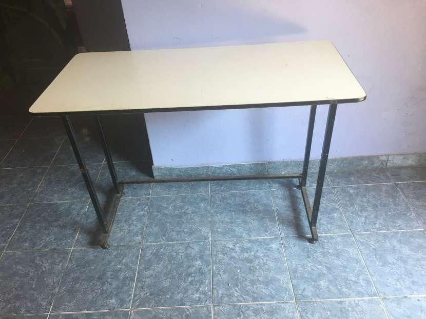 2 escritorios de maestra - 0