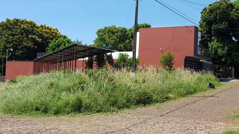Terreno en esquina Villa Elisa - 1