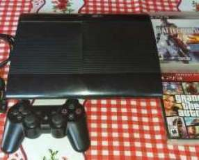 PlayStation 3 de 500 gb con 1 control y 4 juegos