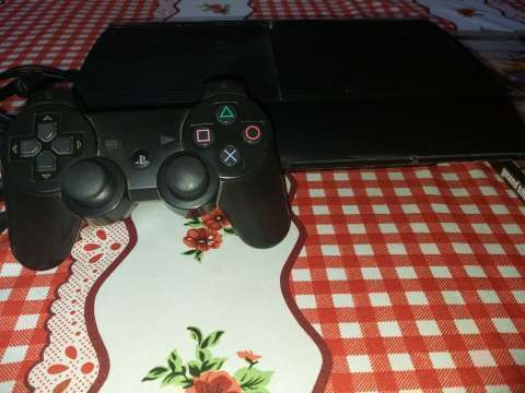 PlayStation 3 de 500 gb con 1 control y 4 juegos - 1