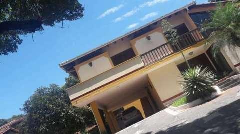Casa sobre la Avda. Gral Santos - 0