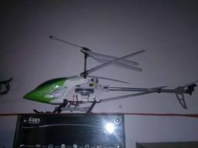 Helicóptero a control