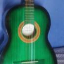 Guitarra acústica color verde y negro - 0