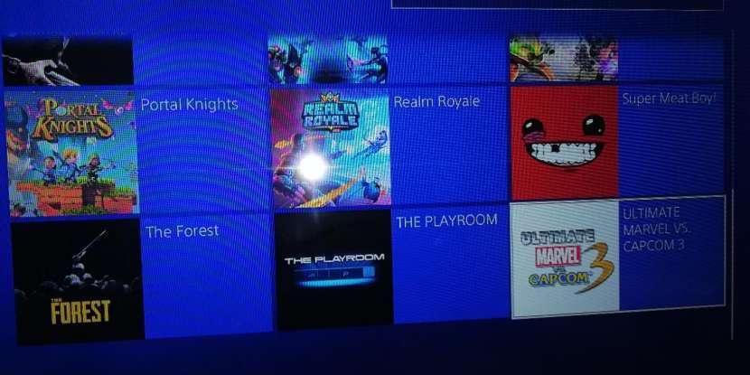 PlayStation 4 de 1TB y 12 juegos - 0