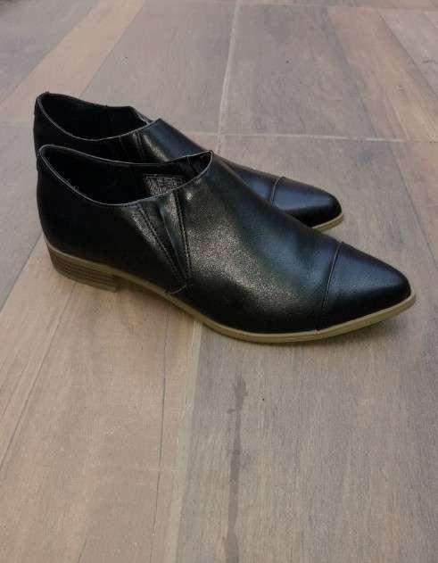 Calzado de cuero negro American Eagle calce 39 - 0
