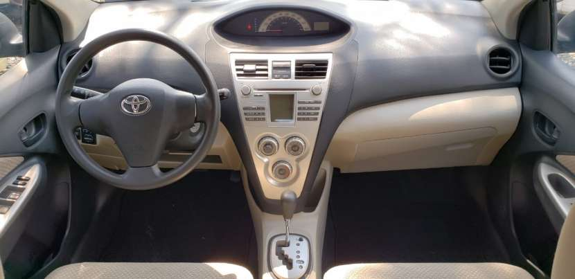 Toyota Belta 2006 color gris - 7