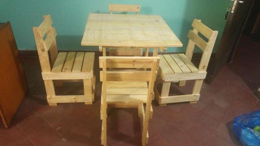 Mesa nueva con 4 sillas - 0