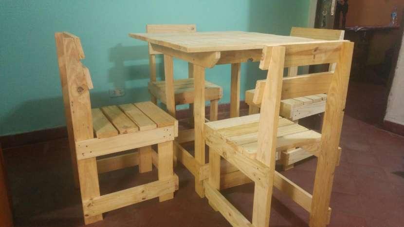 Mesa nueva con 4 sillas - 1