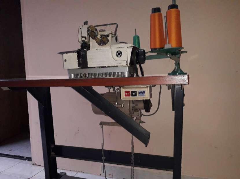 Maquina de coser industrial overlock - 1