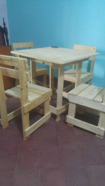 Mesa nueva con 4 sillas - 2