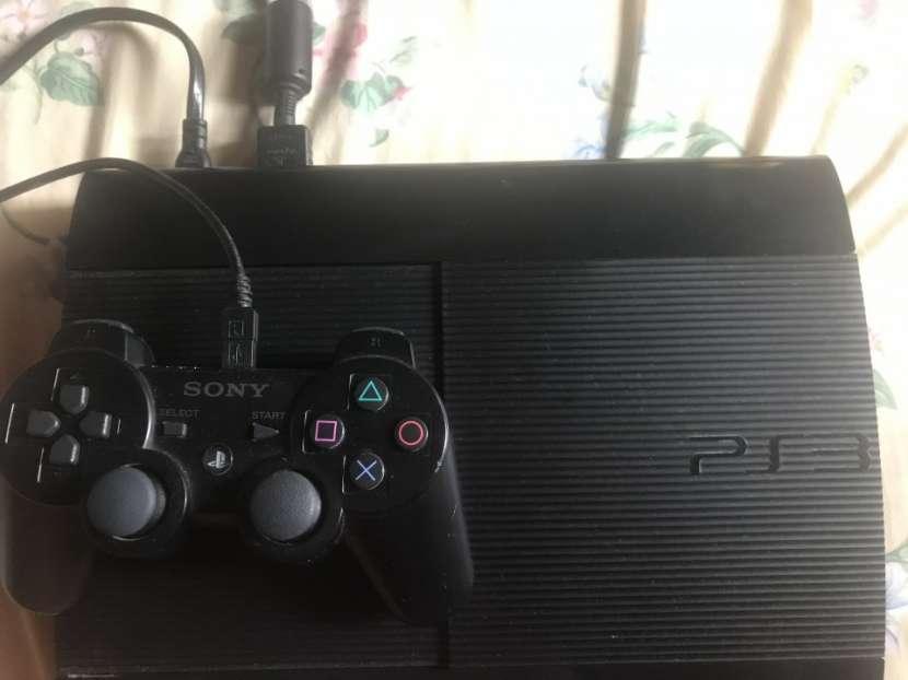 PS3 de 500 gb con tres juegos - 0