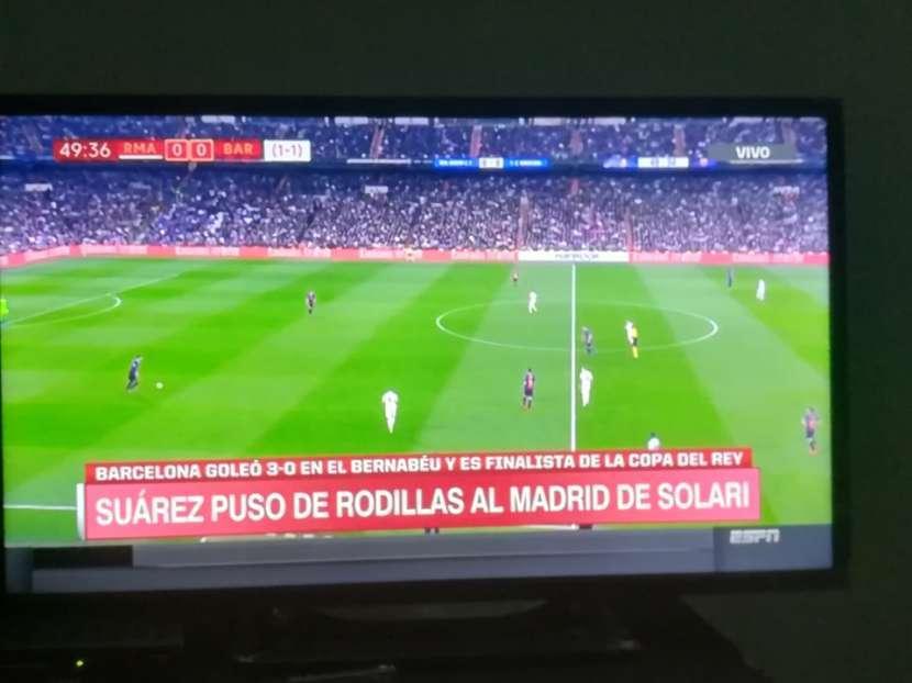 Tv de 32 pulgadas AOC Smart - 2