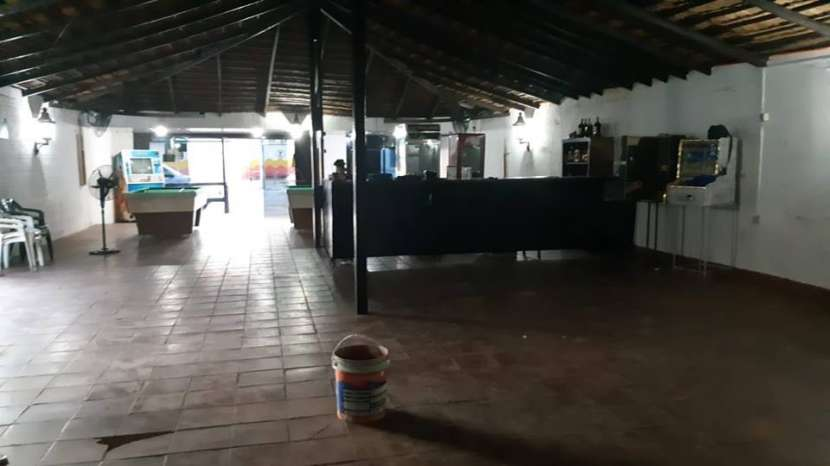 Salón comercial zona San Lorenzo Luque A1442 - 0