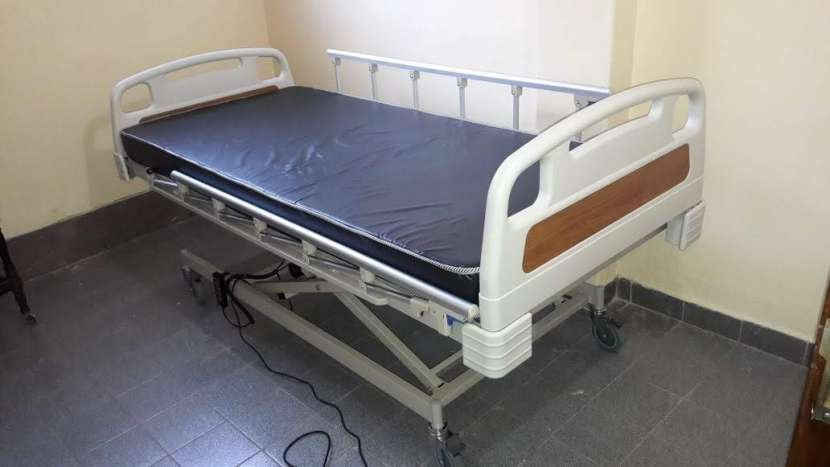 Cama hospitalaria eléctrica de tres movimientos. - 0