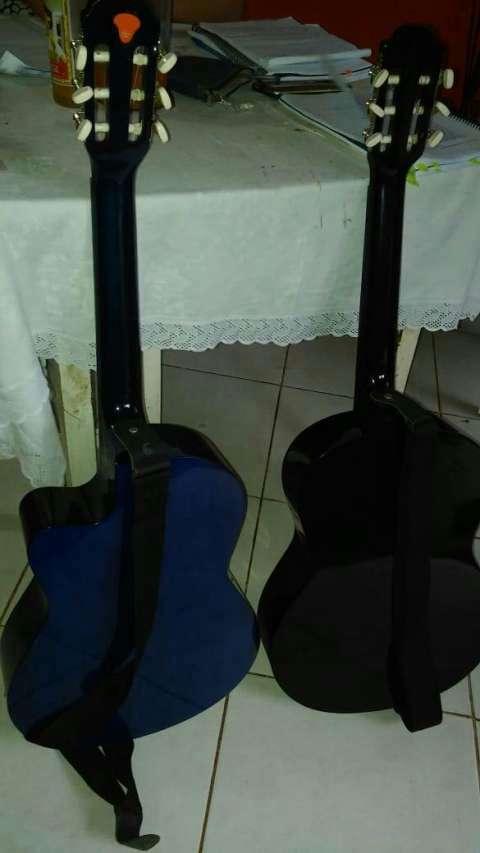 Guitarra Azul con cuerdas Americanas. - 0