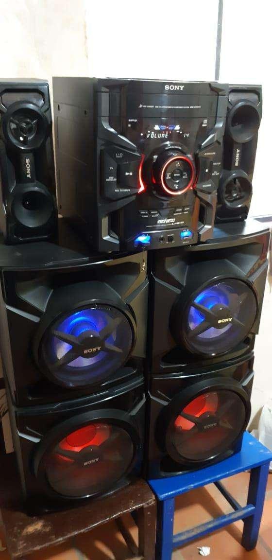 Equipo de sonido Sony de 17.000 watts - 0