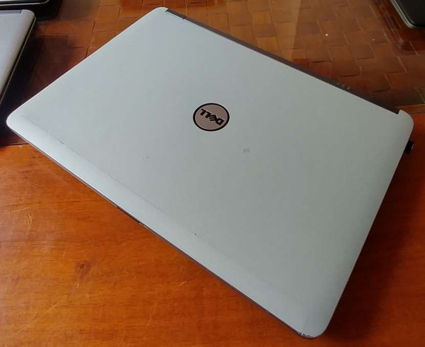 Dell Latitude E6440 Intel i5 8GB Radeon H130 - 4
