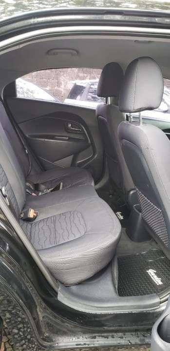 Kia Rio hatch 2014 negro - 6