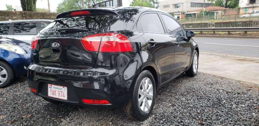 Kia Rio hatch 2014 negro - 3