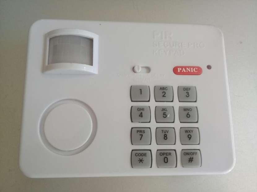 Sensor de movimiento con código de seguridad por teclado - 1