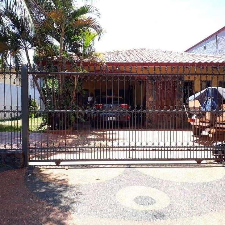 Casa en luque zona IPS A1458