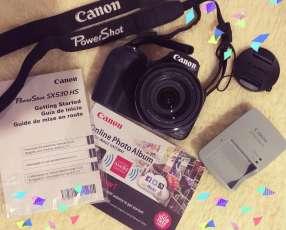 Cámara Canon SX530 HS - casi sin uso en caja y con estuche