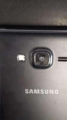 Samsung Galaxy J7 Neo - 3