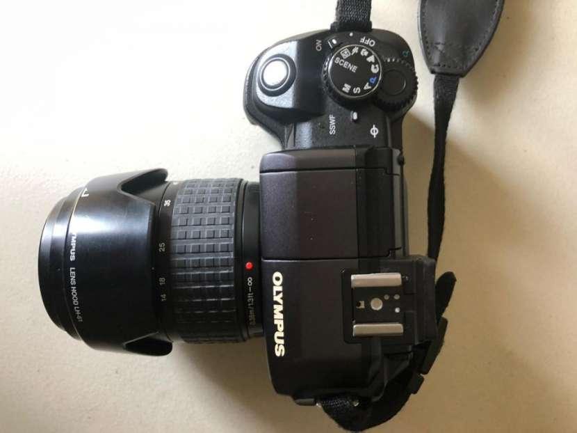 Camara Olympus E-300 Evolt con flash incorporado - 4