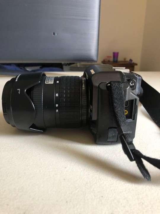Camara Olympus E-300 Evolt con flash incorporado - 2