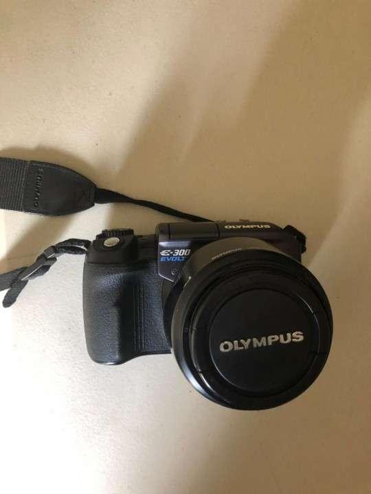 Camara Olympus E-300 Evolt con flash incorporado - 5