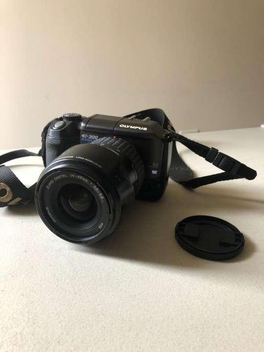 Camara Olympus E-300 Evolt con flash incorporado - 8