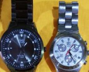 Cadena de plata con dos relojes