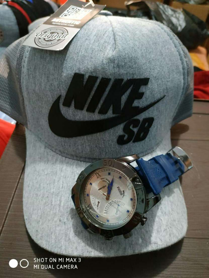 Kepis con reloj - 1