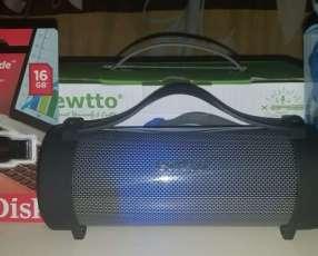 Parlante portátil Ewtto pendrive 16 GB y auricular