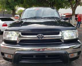 Toyota Hilux Surf 2000 recién importado
