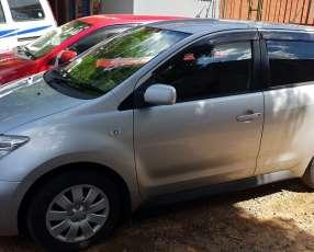 Toyota ist 2.004. automático. recién importado.